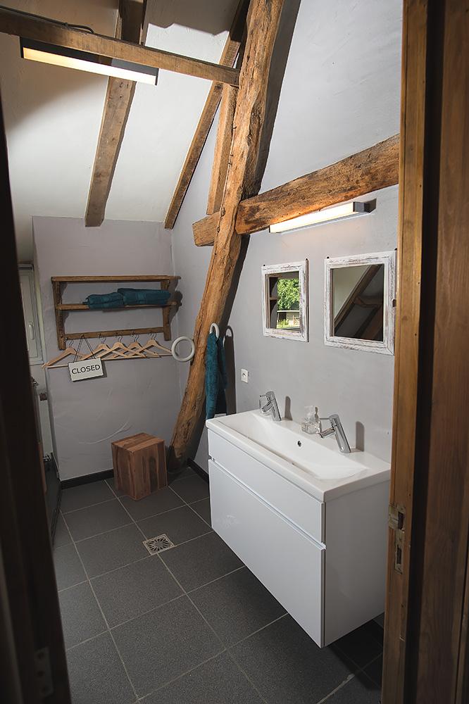 badkamer rustieke vakantiewoning zwalmstreek